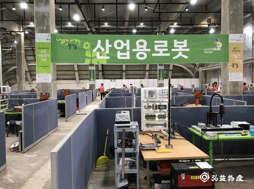 산업용로봇01.jpg